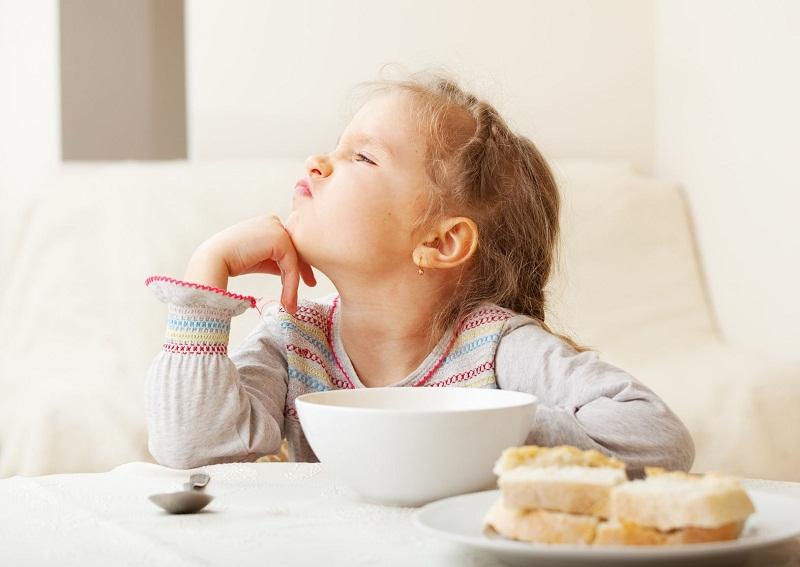 кушать не хочу, почему ребенок не доедает, почему ребенок отказывается от еды, почему ребенок плохо ест