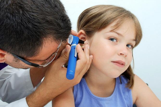 отит у детей, у ребенка болит ухо