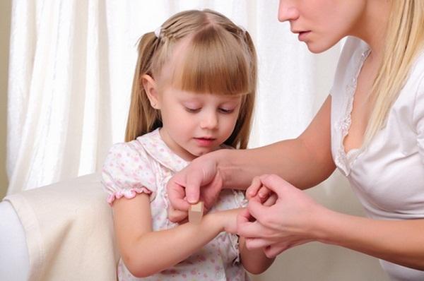 Как обработать рану ребенку