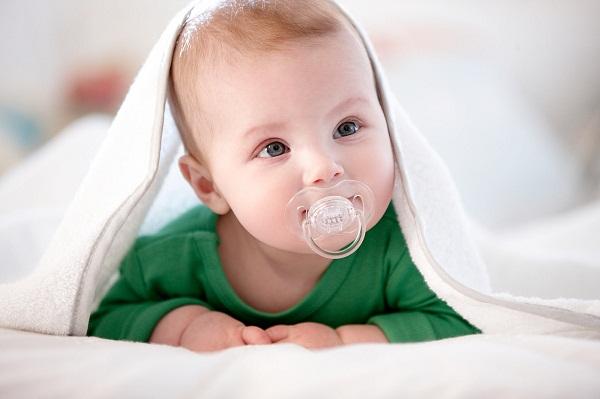 ребенок и пустышка, нужно ли приучать ребенка к соске